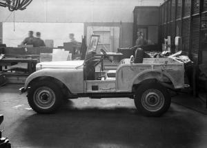 Land River,Defender,Serie,Un,1,1948,4x4,usine,angleterre,excursion,visite,celebration,ligne,production,réplique,JLR,