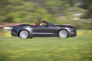 ford,mustang,v8,coupé,cabriolet,4 cylindres,ecoboost,35.000,euros,prix,canion,serrés,gt,pas cher,essai,test,2016
