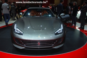 Ferrari,GT4C,Lusso,new,nouvelle,Modena,Italia,4wd,roues,directrices,V12,690 ch,697 Nm,couple,GT,confort,salon,Genève,2016