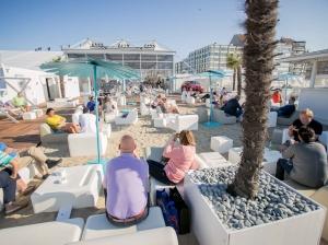 P90183565_highRes_bmw-beach-lounge-was.jpg