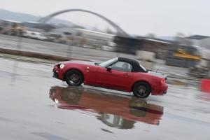 Abarth,124,Spider,new,cabriolet,deux,places,italie,1.4,turbo,essence,170,chevaux,essai,test,roadtest,piste,maîtrise,CMV,Hermalle,Argenteau