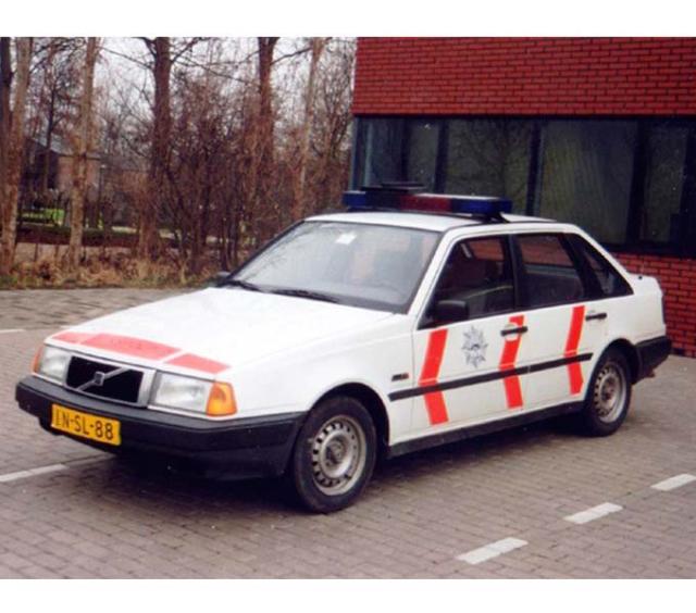 politieauto-volvo-440-1985-2002