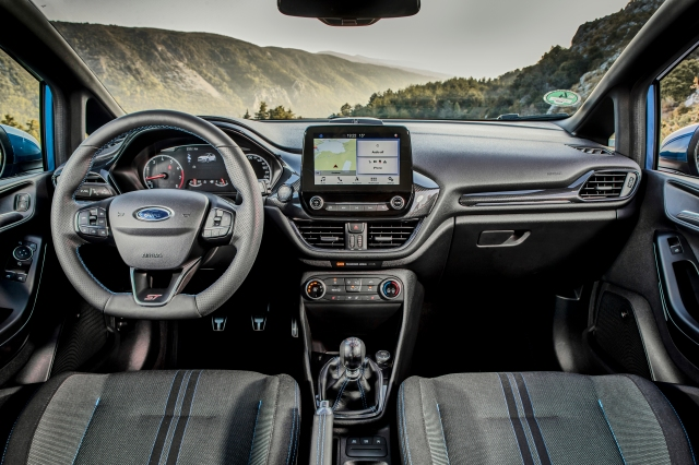 2018FordFiestaST_PerformanceBlue_Interior_01