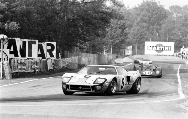 fordgt_heritage_1969_lemanswinninggt40inaction_6100