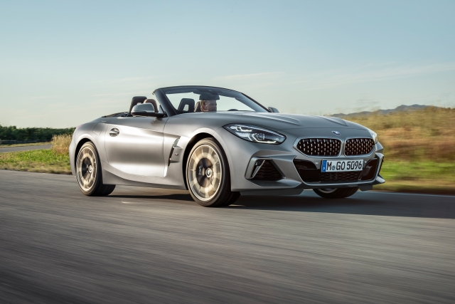 P90318563_highRes_the-new-bmw-z4-roads
