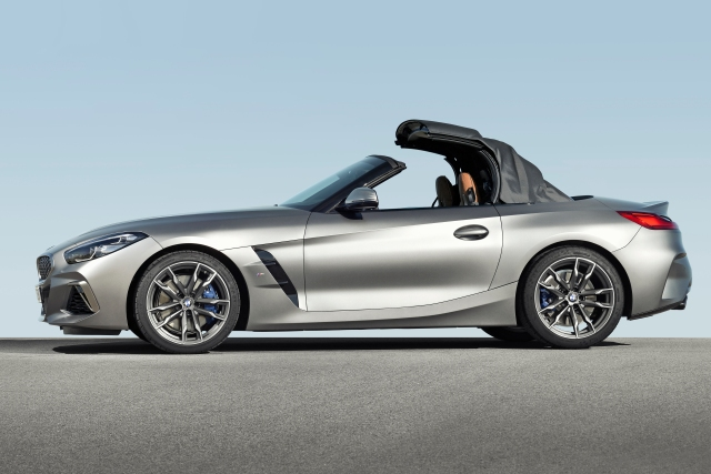 P90318583_highRes_the-new-bmw-z4-roads
