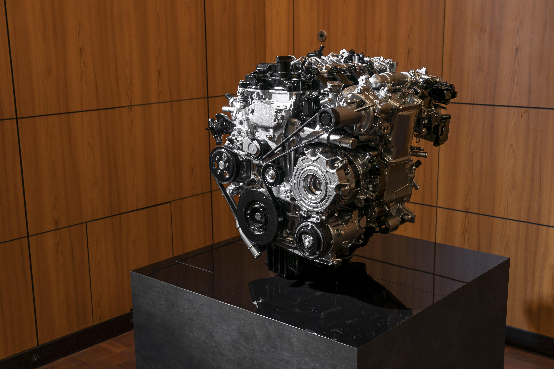 Mazda_SKYACTIV-X_Engine-display_2