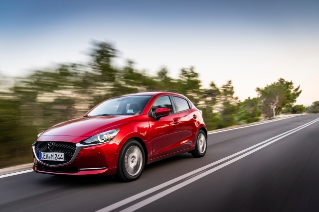 2020 Mazda2_Soul Red Crystal_Action_45