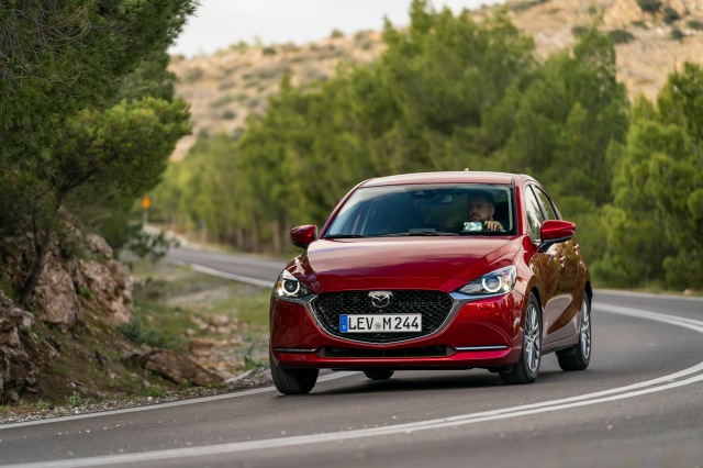 2020 Mazda2_Soul Red Crystal_Action_66