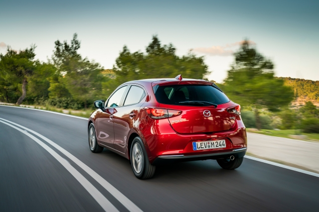 2020 Mazda2_Soul Red Crystal_Action_87