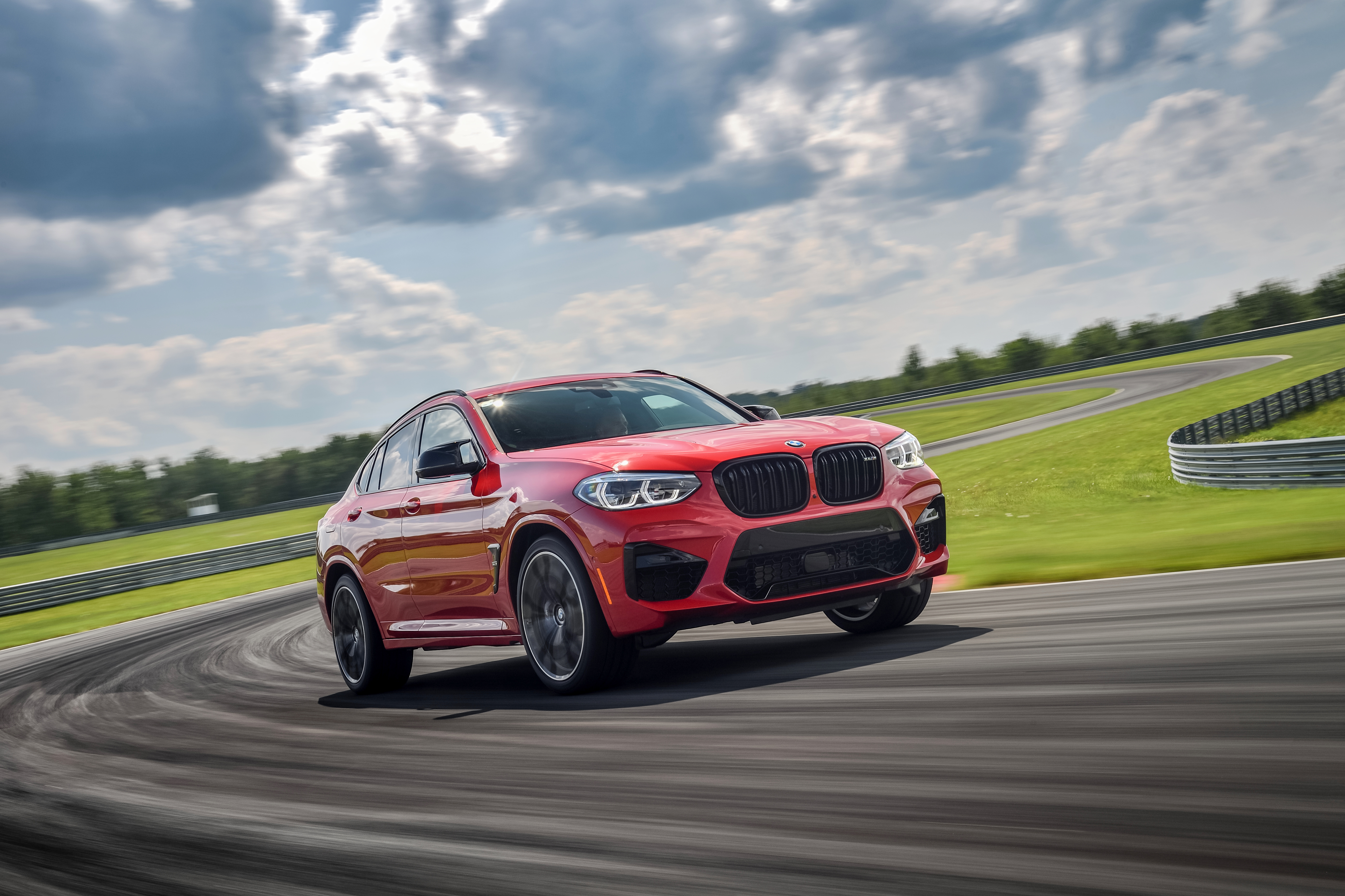 P90353490_highRes_the-all-new-bmw-x4-m