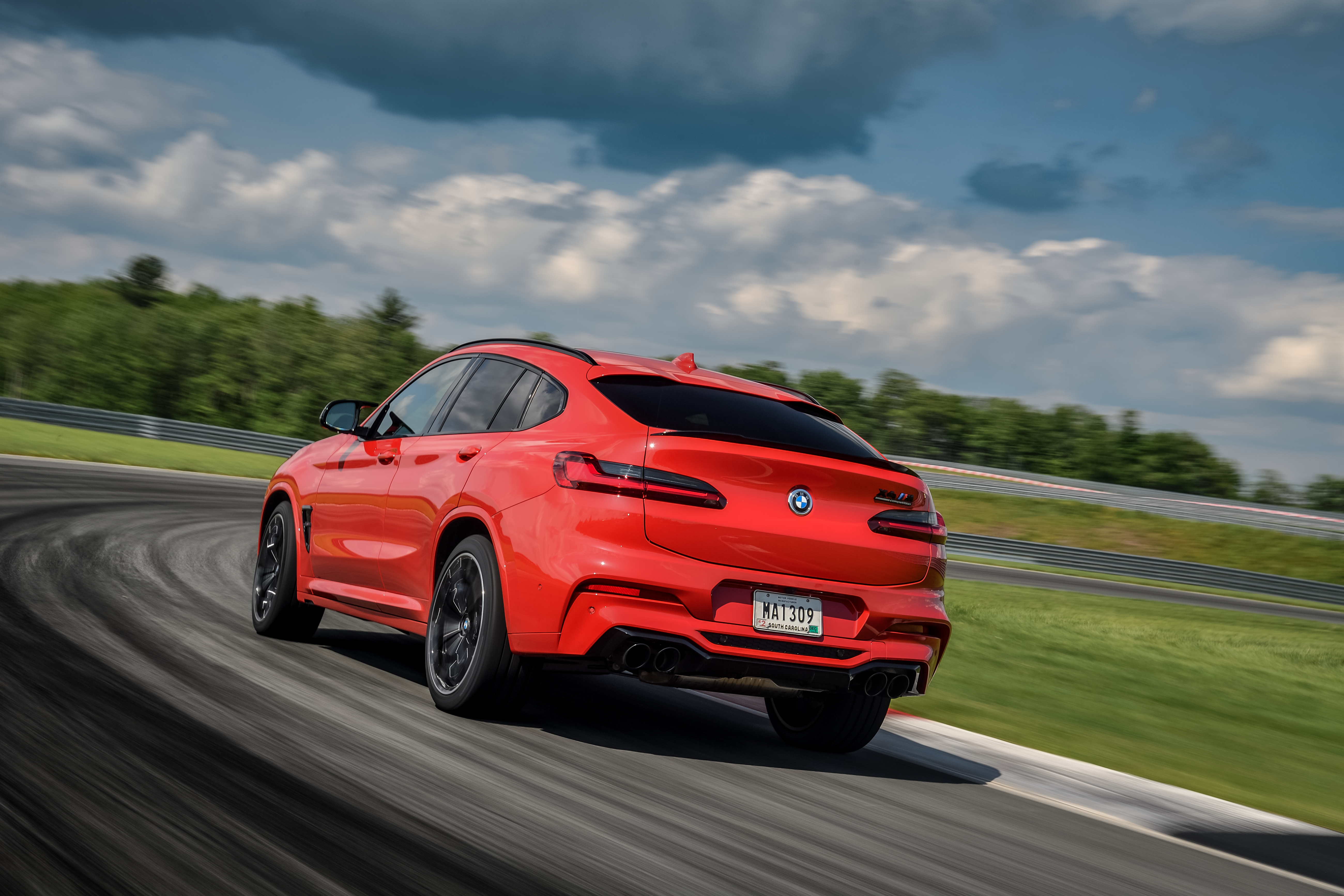 P90353530_highRes_the-all-new-bmw-x4-m