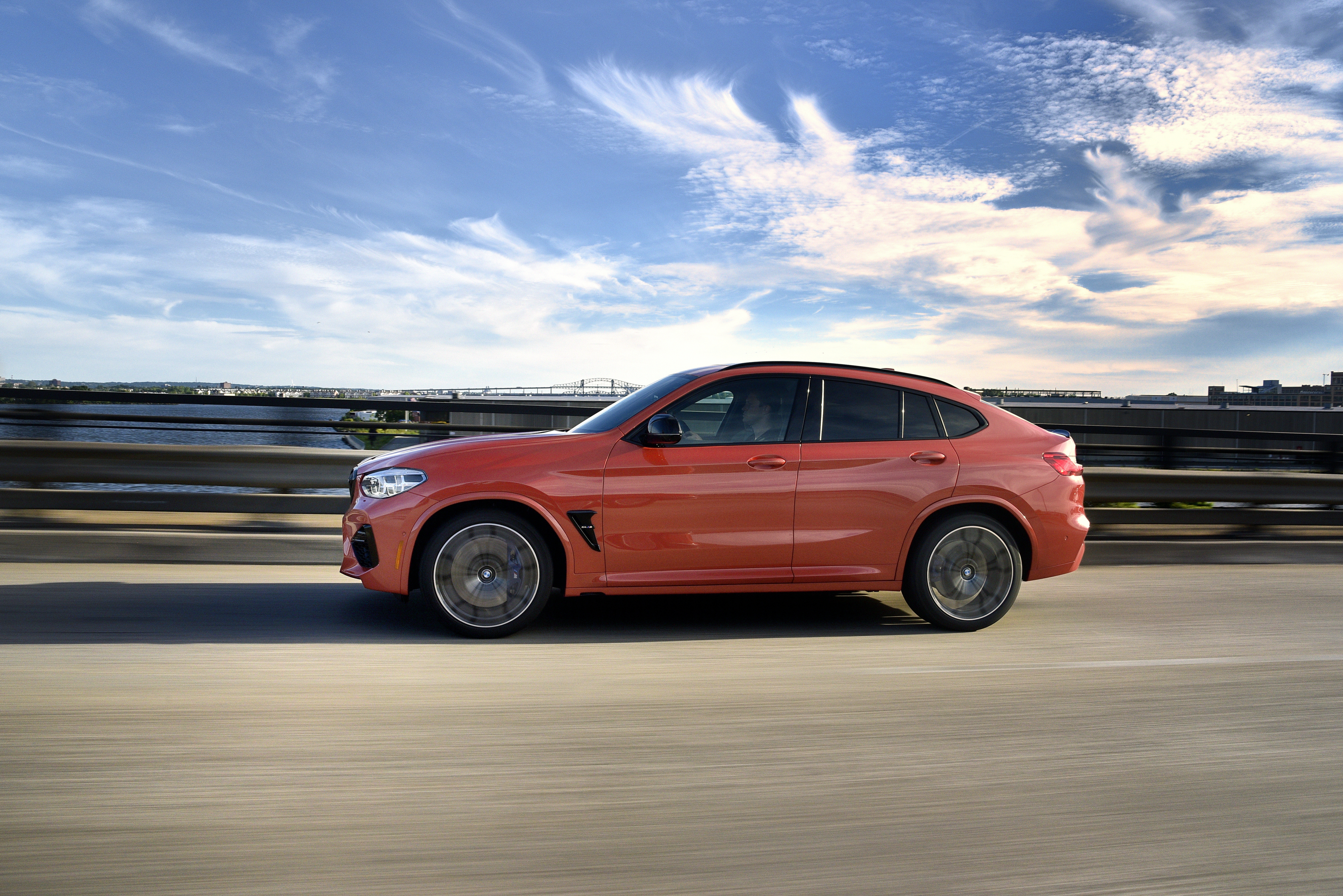 P90354192_highRes_the-all-new-bmw-x4-m