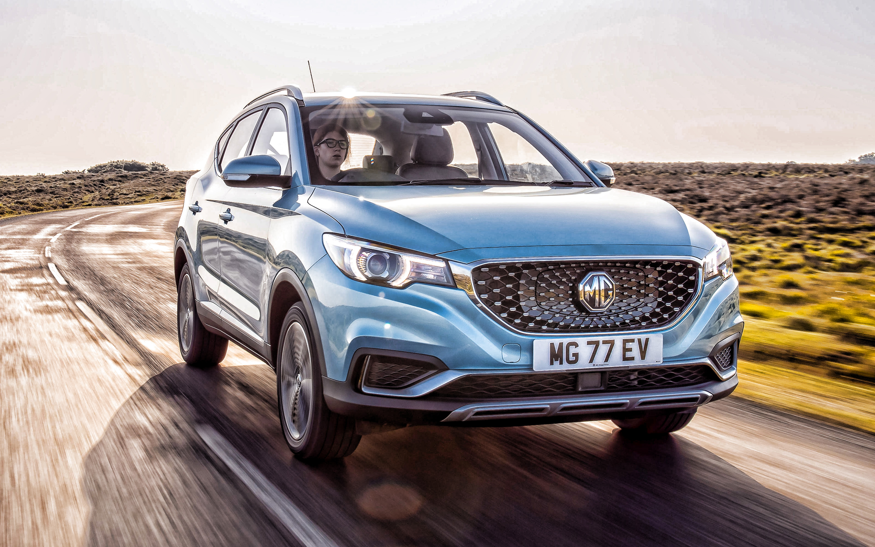 mg-zs-ev-2020-exterior-front-view-blue-crossover