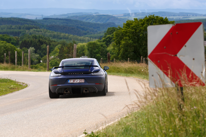 Porsche_Cayman_GT4_2020-20