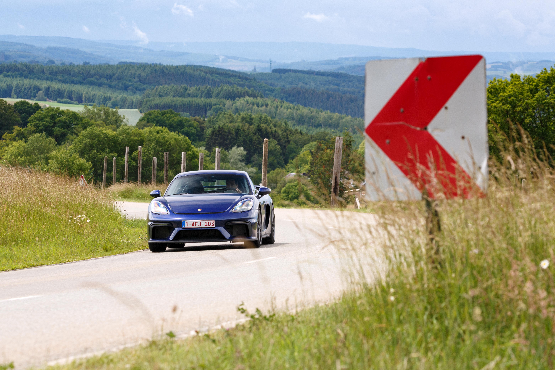 Porsche_Cayman_GT4_2020-6