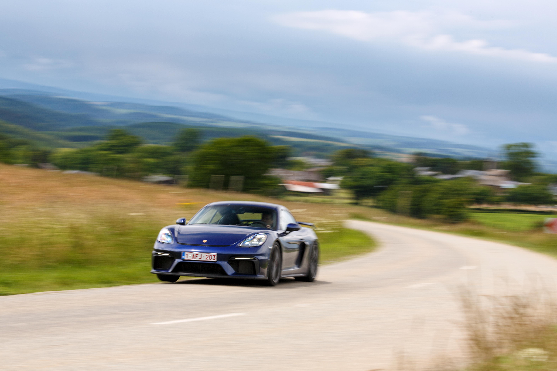 Porsche_Cayman_GT4_2020-7