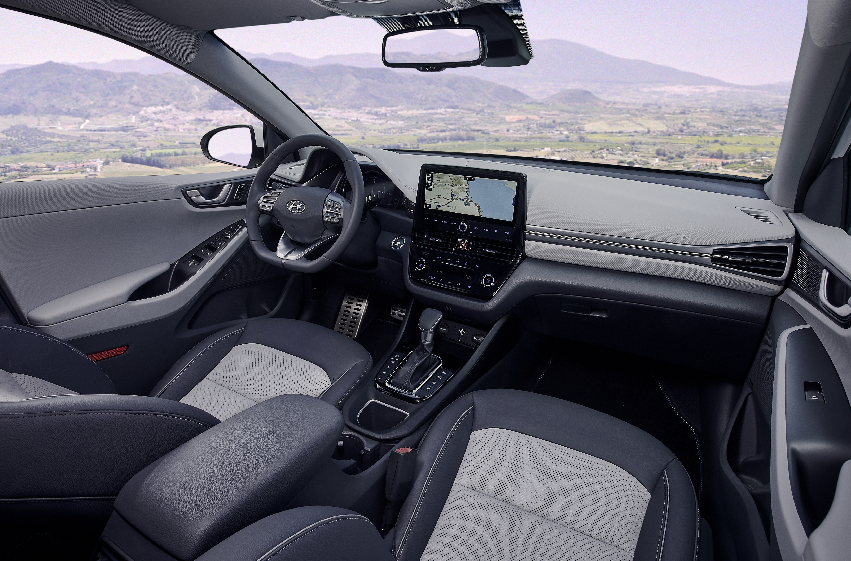new-hyundai-ioniq-hybrid-interior-01-1