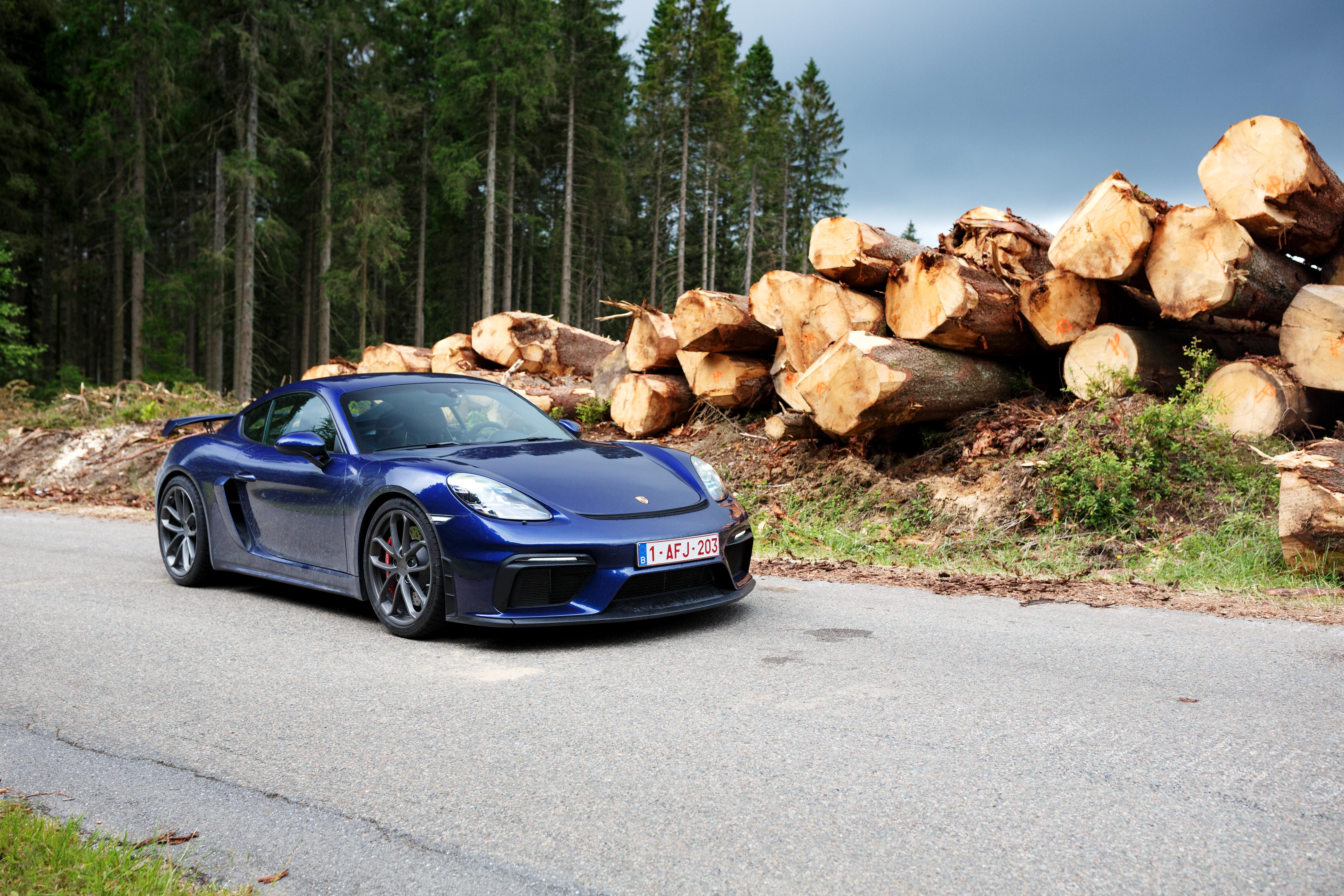 Porsche_Cayman_GT4_2020-1