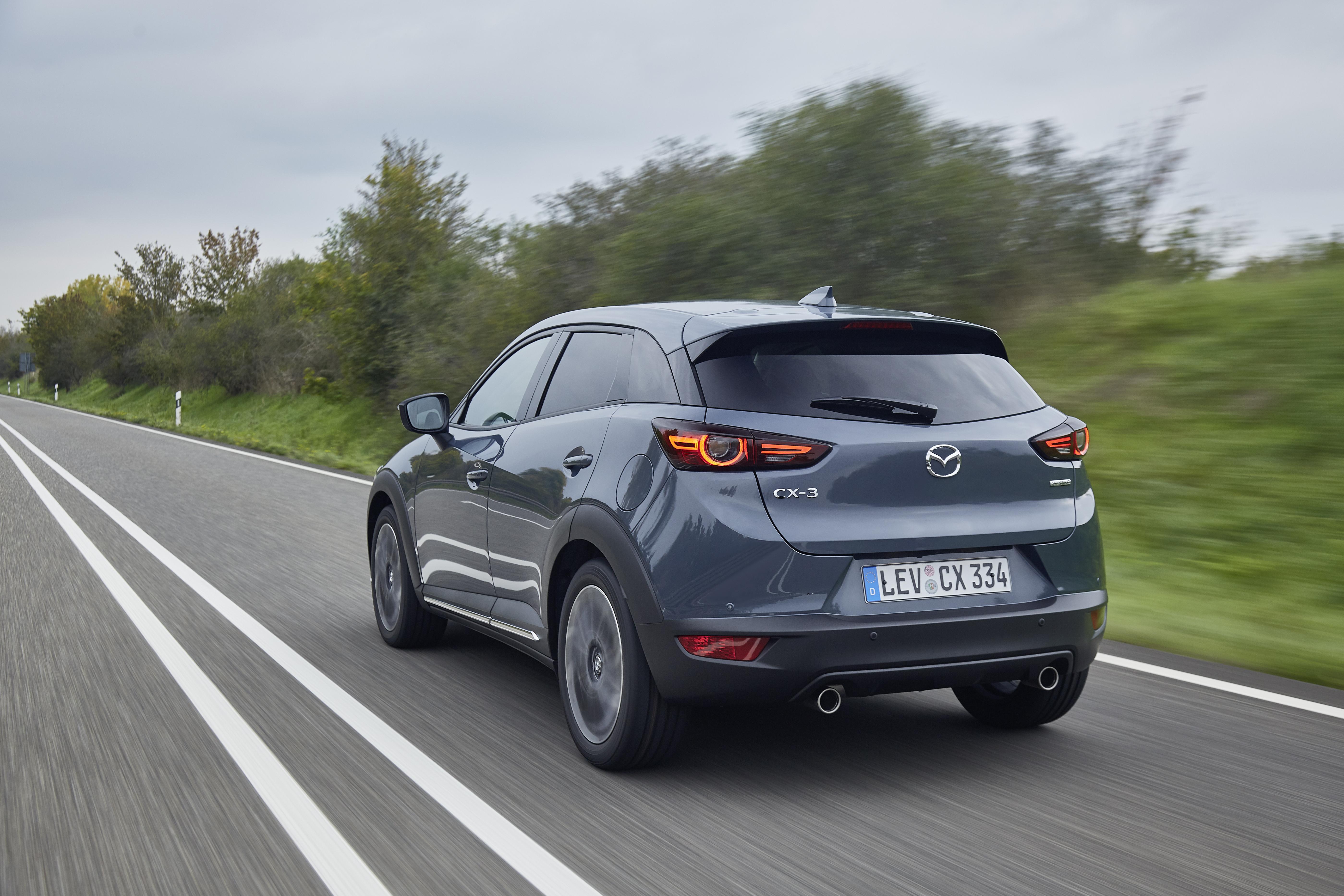 2021-Mazda-CX-3_Polymetal-Grey_Action-1