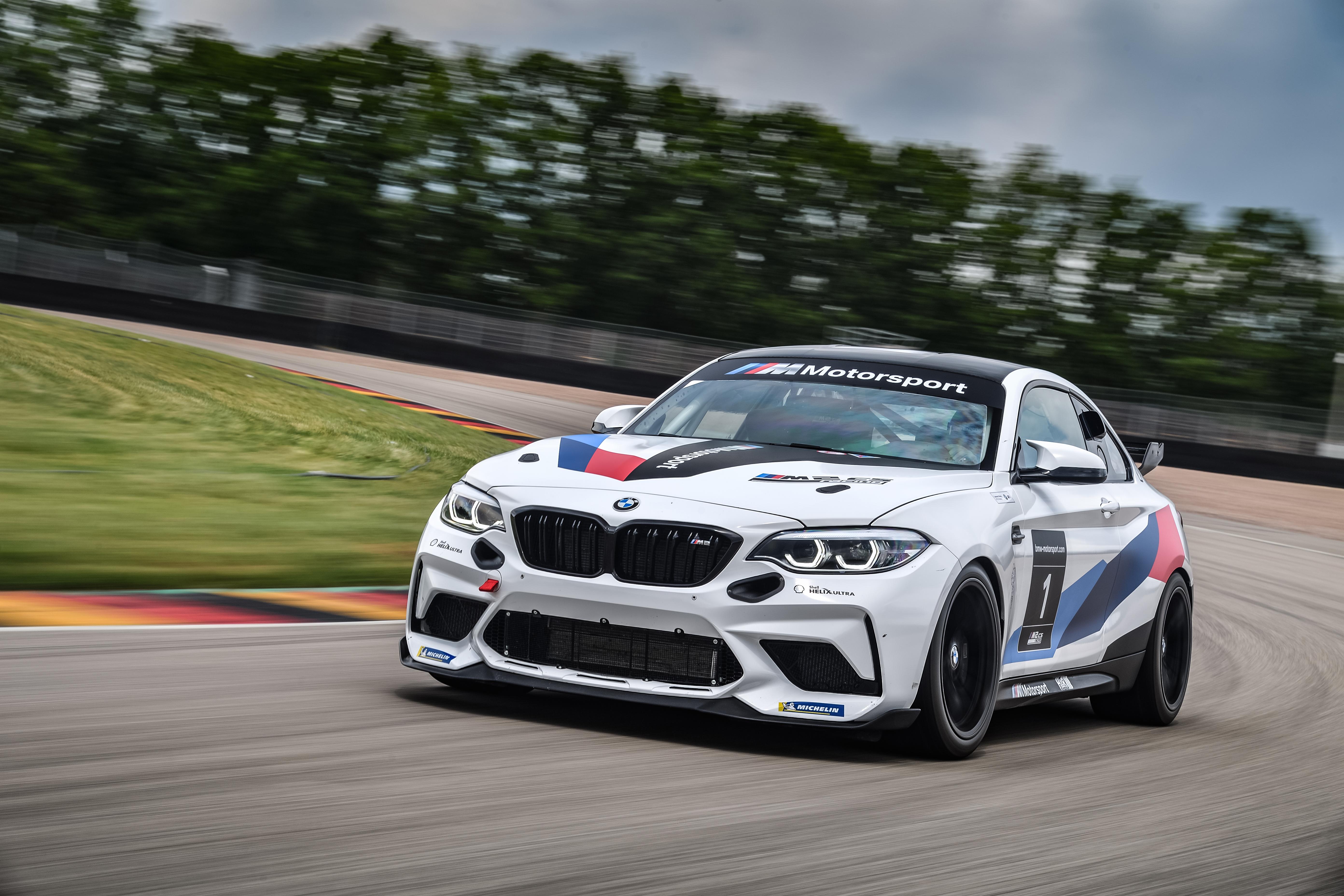 P90401248_highRes_the-bmw-m2-cs-racing
