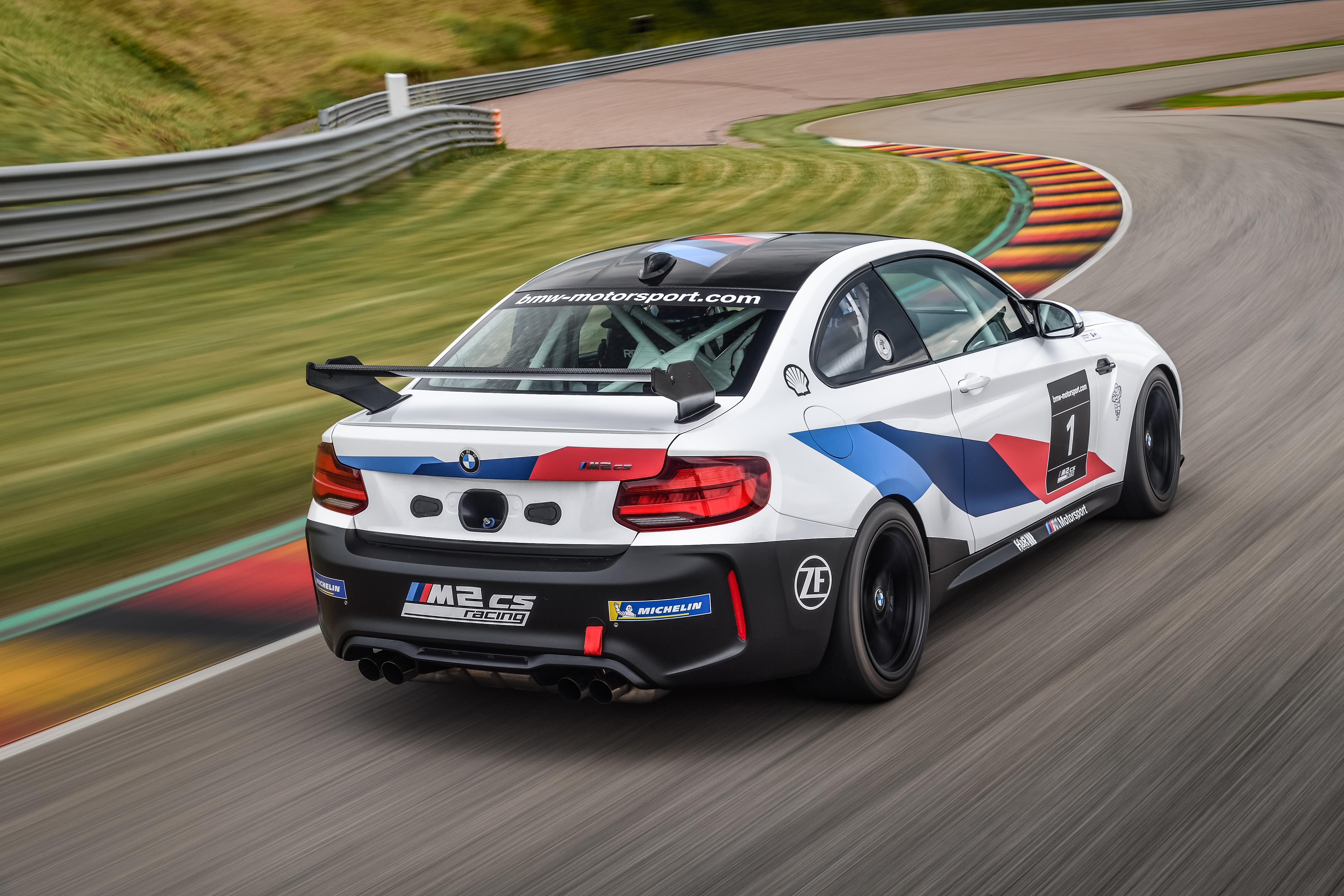 P90401259_highRes_the-bmw-m2-cs-racing