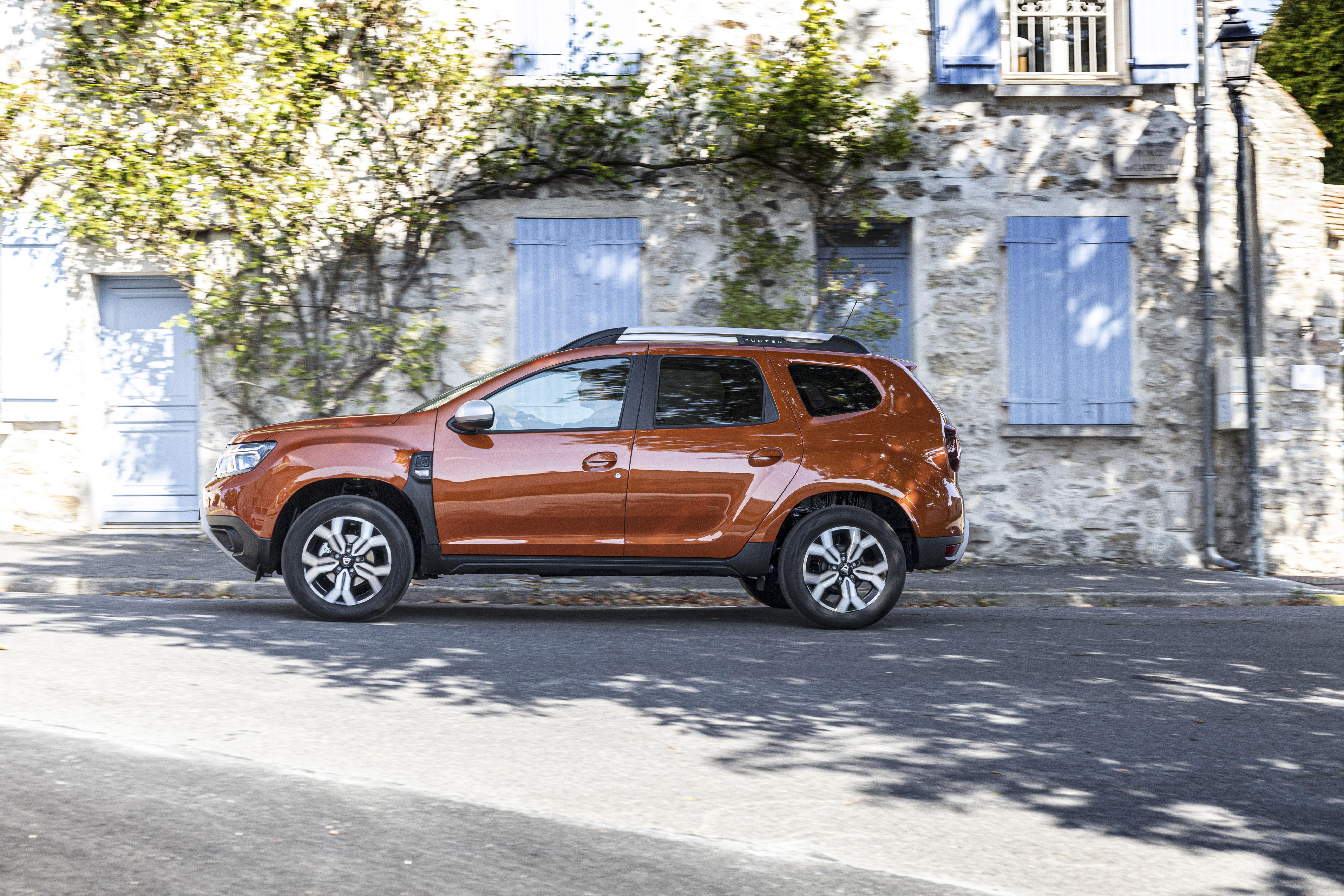 2021 - New Dacia Duster 4X2 - Arizona Orange tests drive (2)