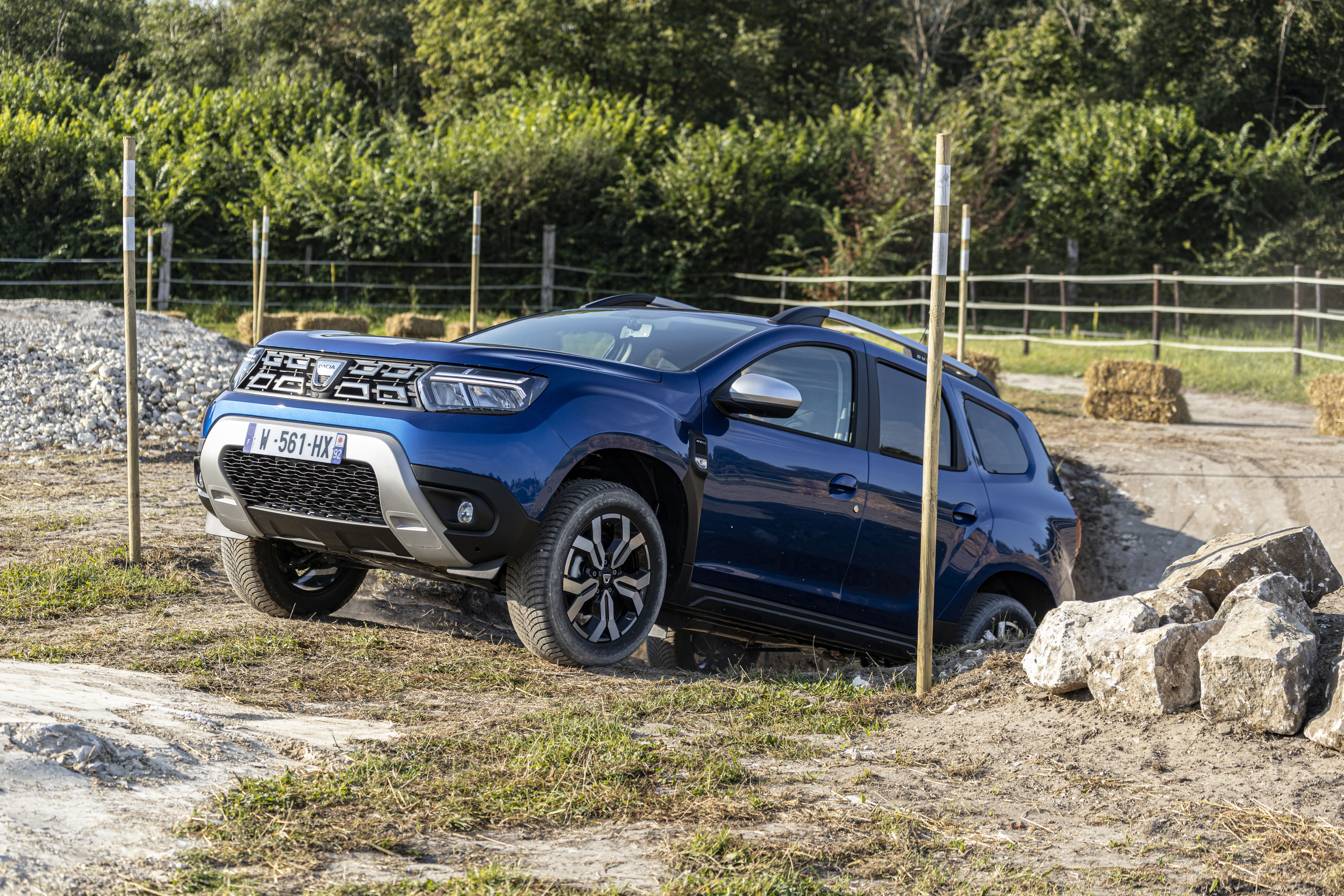 2021 - New Dacia Duster 4X4 - Iron Blue tests drive (1)
