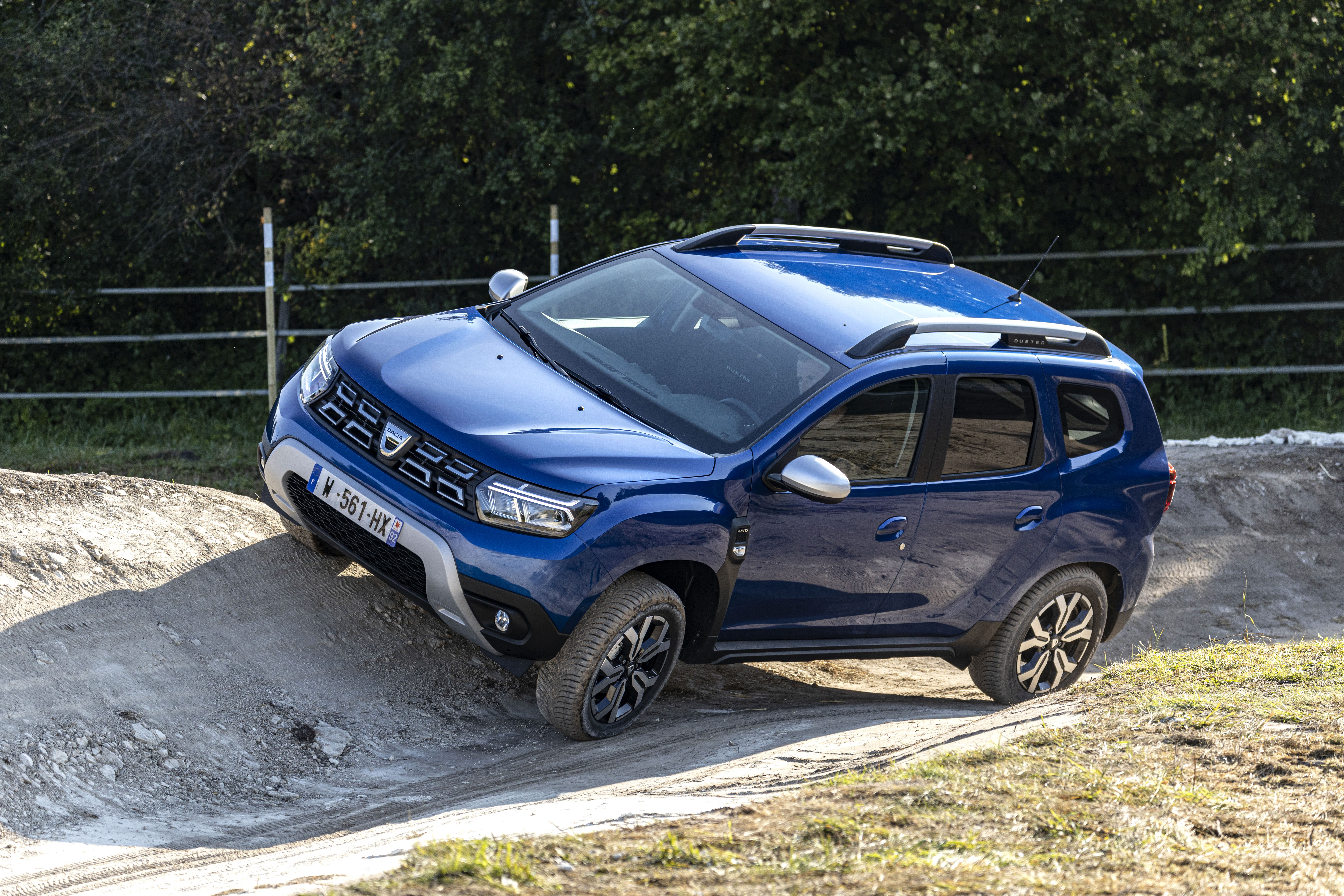 2021 - New Dacia Duster 4X4 - Iron Blue tests drive (3)