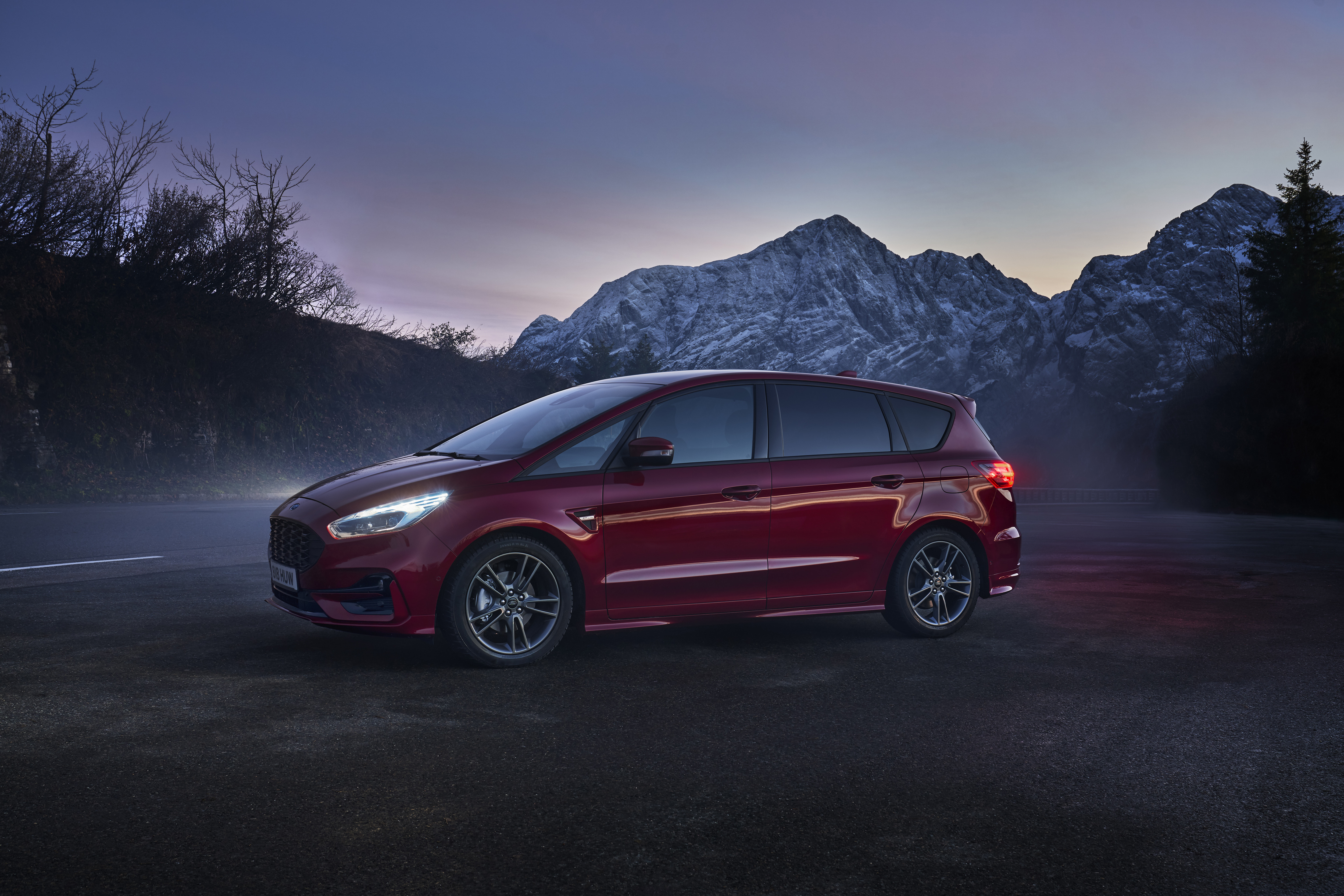 2021_FORD_S-MAX_01